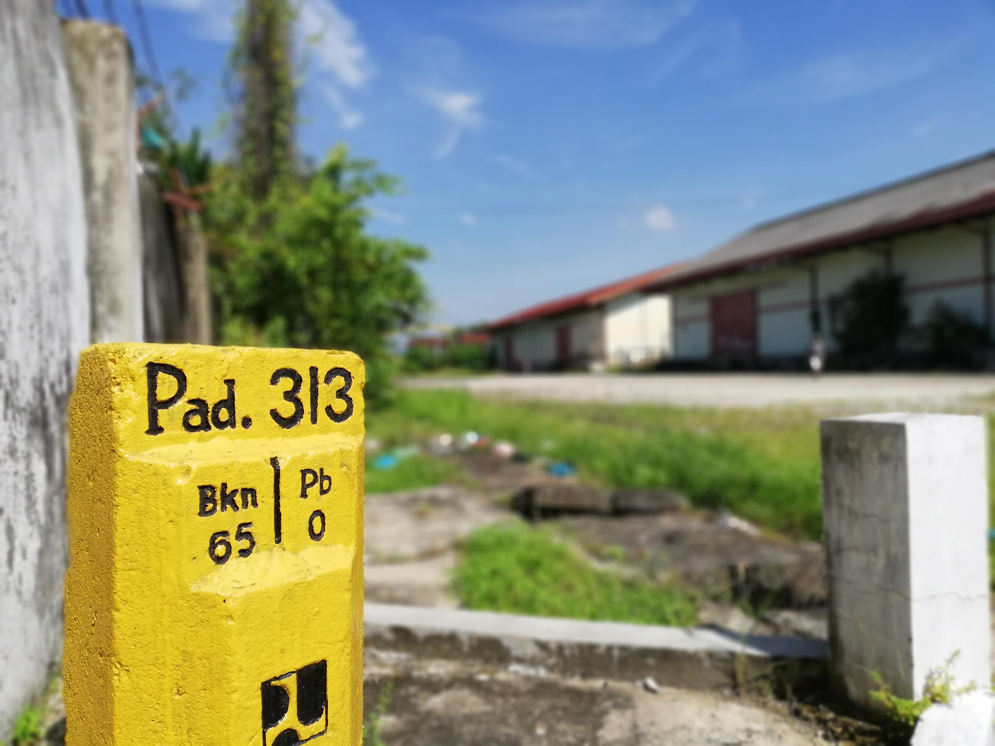 Tugu Nol Kilometer Pekanbaru di dekat Pelindo