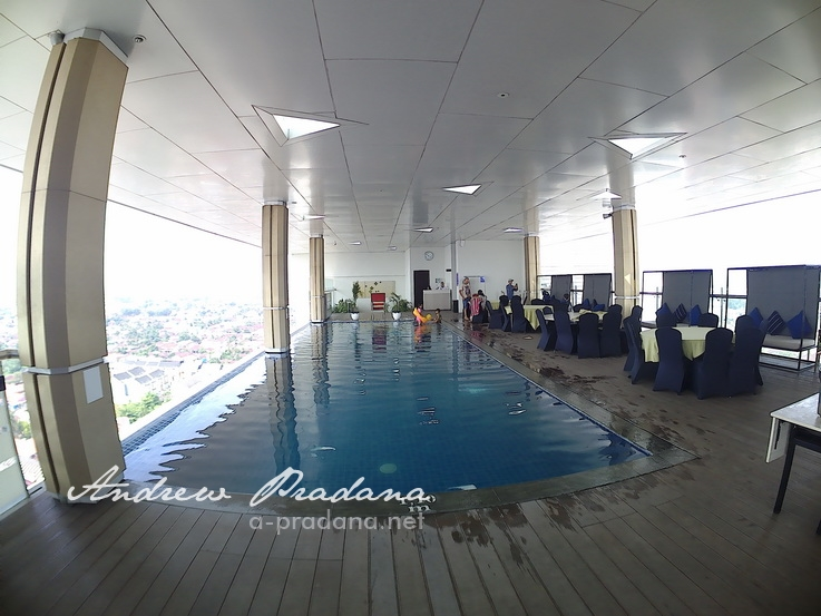 Swimming pool Fox Haris Hotel Pekanbaru