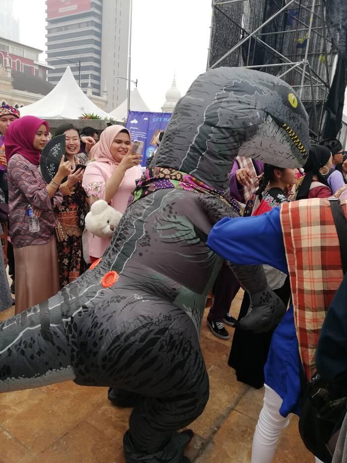 dinosaurus di keretapi sarong 2019
