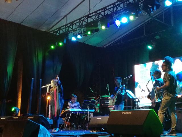Penampilan Rieka Roeslan, Idang Rasjidi & Syndicate di Bono Jazz Festival 2019