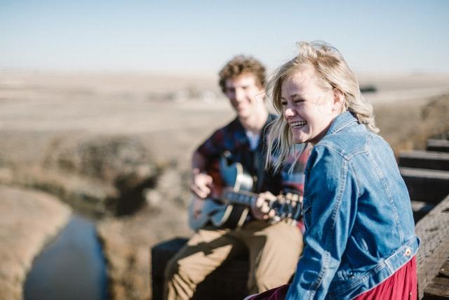 cara ungkapkan cinta dengan lagu