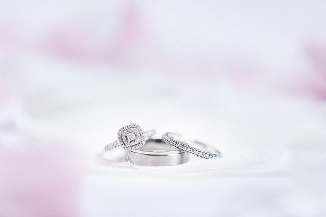 cara ungkapkan cinta pada pasangan dengan perhiasan